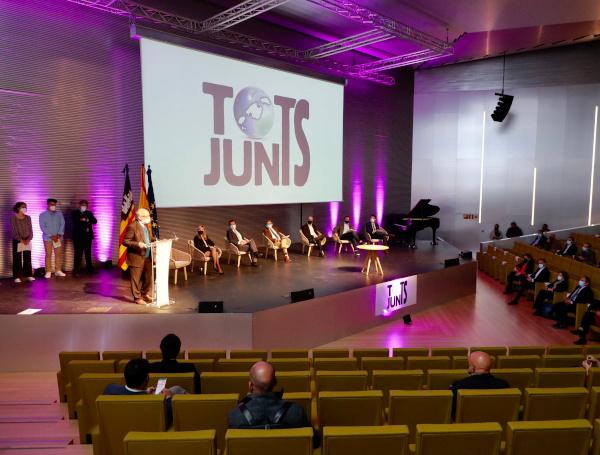 La Cámara aplaude el pacto político 'Tots Junts'
